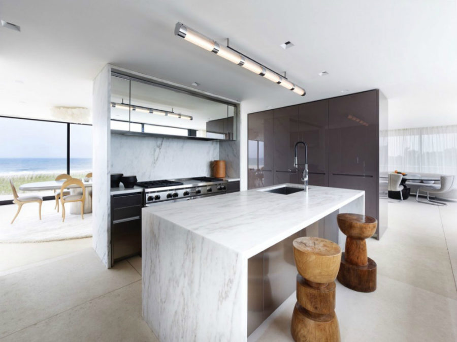 Cooking unit hidden in a half wall separates the kitchen from the dining area