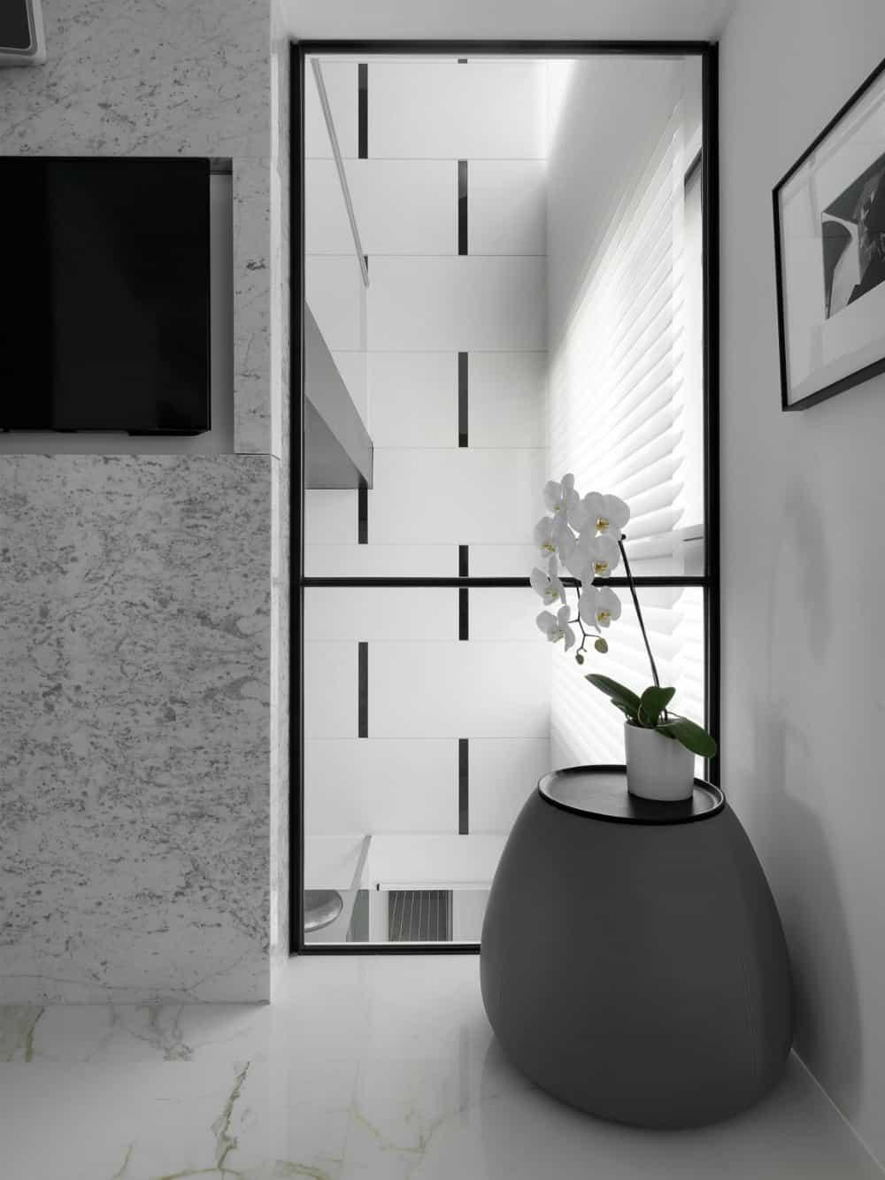 Glazed wall inclusions