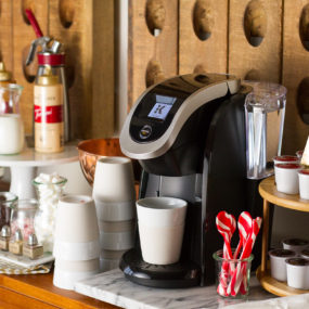 Keurig Corner Holiday Decorating Ideas 285x285 23 Ways To Decorate Your Kitchen For The Holidays