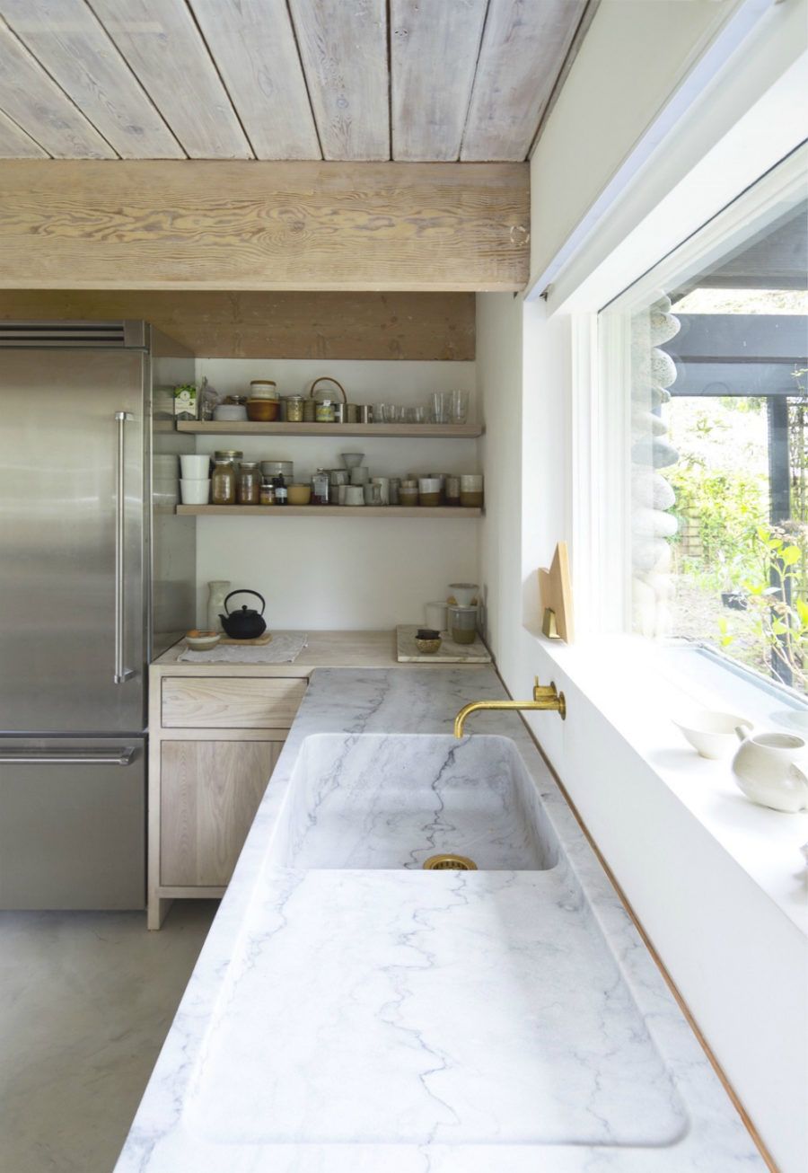 Kitchen by Scott & Scott Canadian Architects
