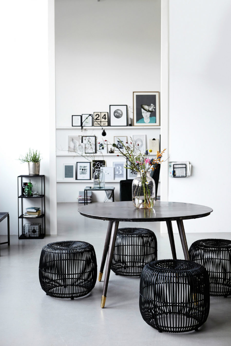 Metal wire dining stools