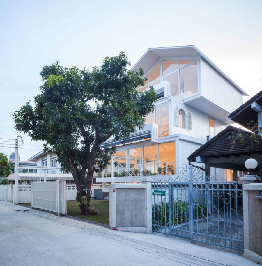 Modern house in Bangkok 900x914 SOOK Architects Designed a Modern House in Bangkok