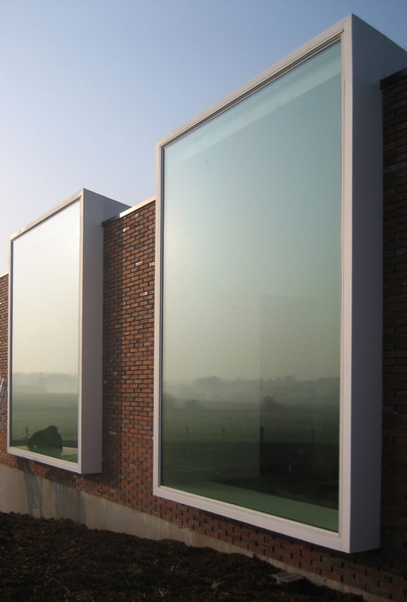 Modern windows that will show you whole world for Modern glass window design