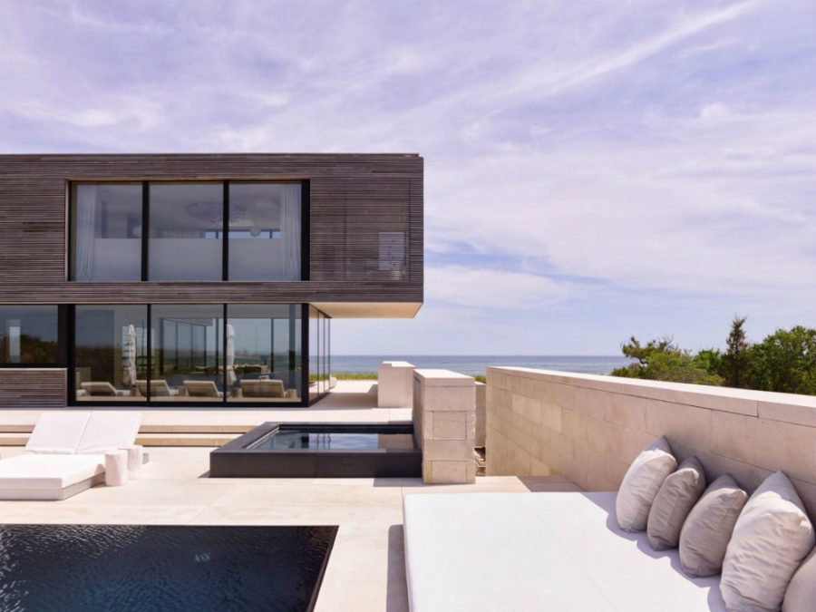 Outdoor lounge spacefull of water features 900x675 Contemporary Long Island House Overlooking the Ocean