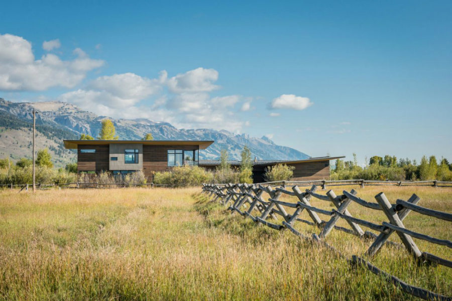 Shoshone residence is sprawling across 4500 square feet near Jackson Hole Wyoming 900x600 Modern House Near Wyoming Mountains Takes Advantage of its Location