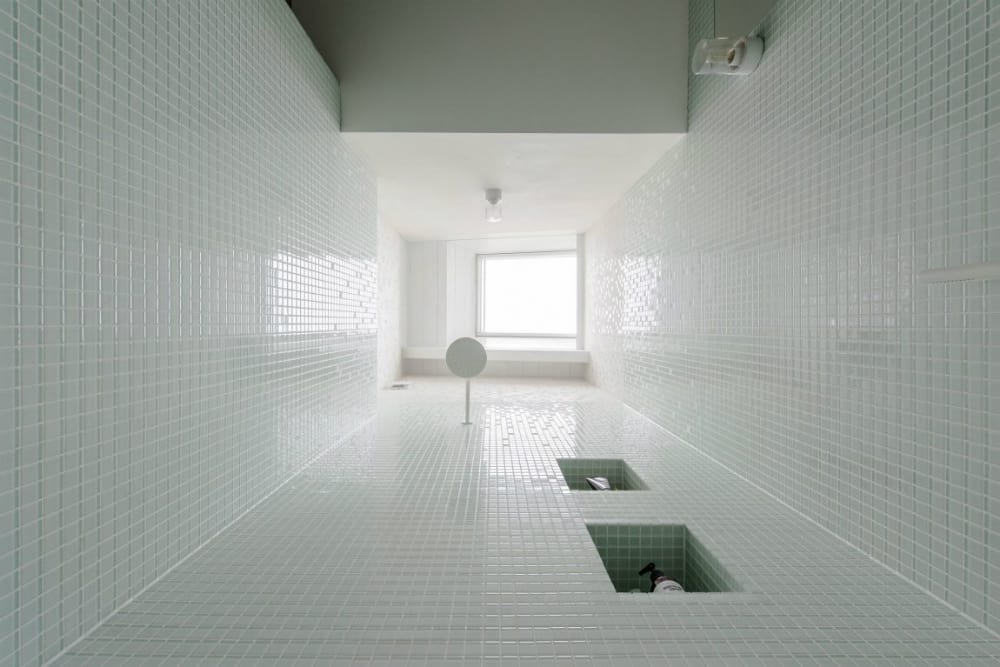Skylight in the shower makes for an outdoorsy feel