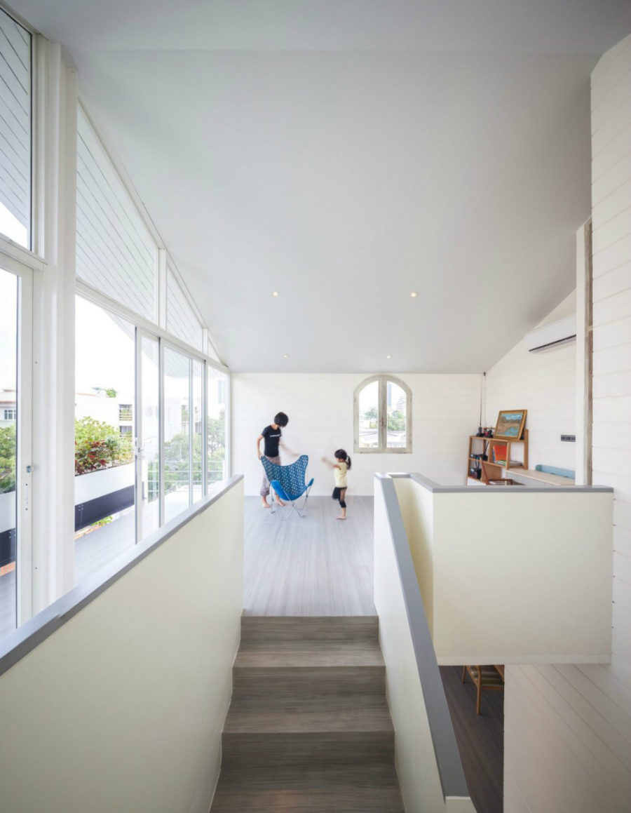 Smaller windows amplify daylight exposure from the side