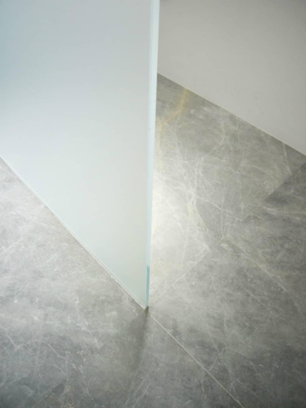 Veiny grey stone floor