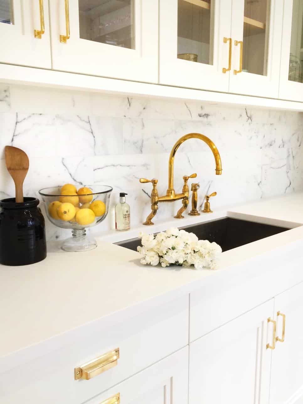 White marble kitchen by Kapito Muller Interiors