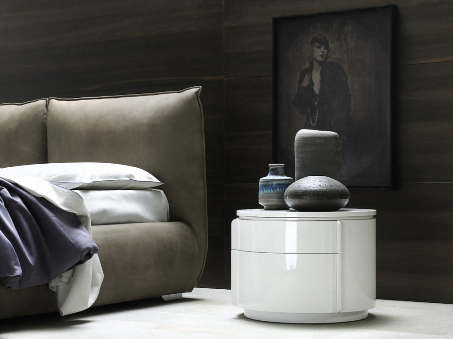 Yndro bedside table by Silenia