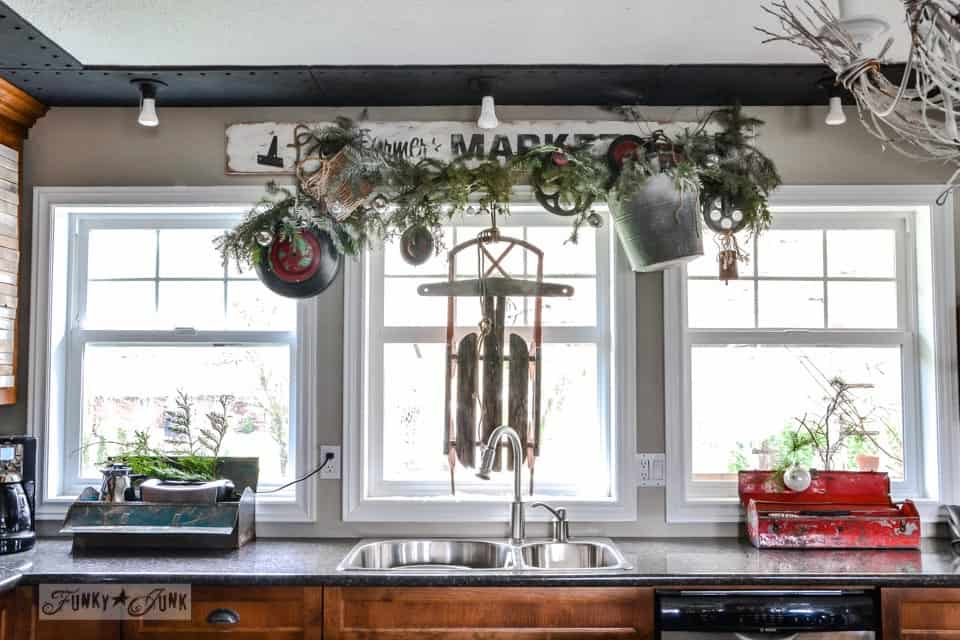 antique and vintage inspired diy country kitchen at christmas