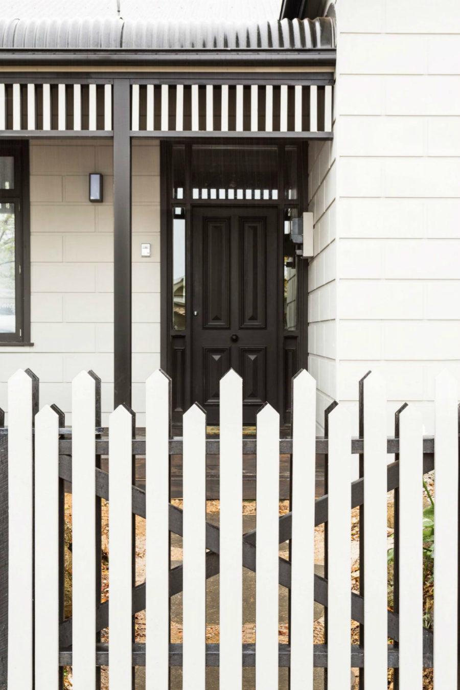 Asymmetric fence