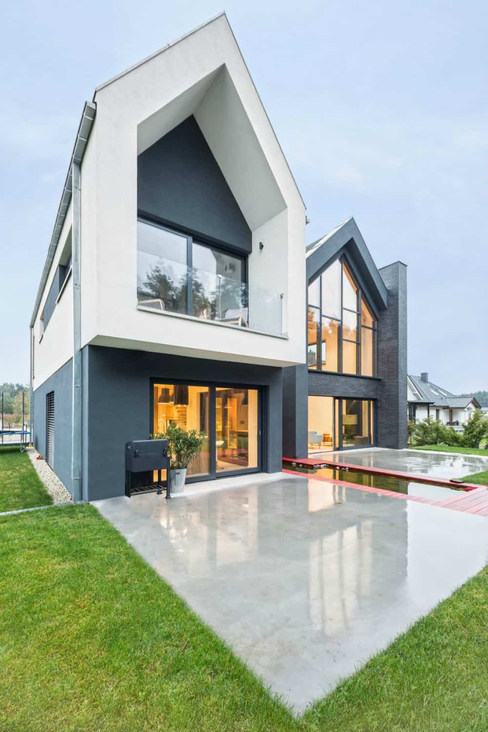 Big pitched roof frames are characteristic of the contemporary architecture