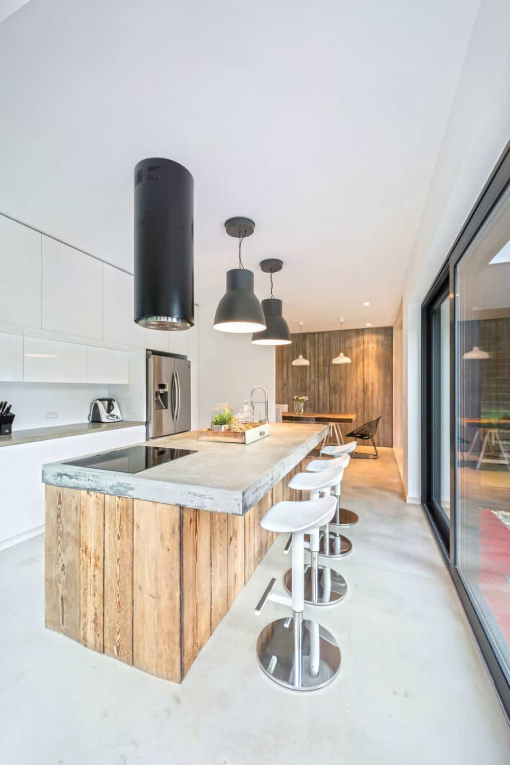 Contemporary stools instantly give the wood and concrete combination more contemporaneity