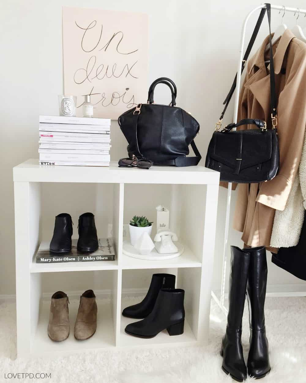 Cool shoe display storage