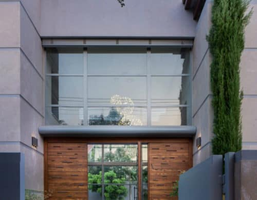 Grand Modernist House in Israel Opens Up to Its Own Courtyard
