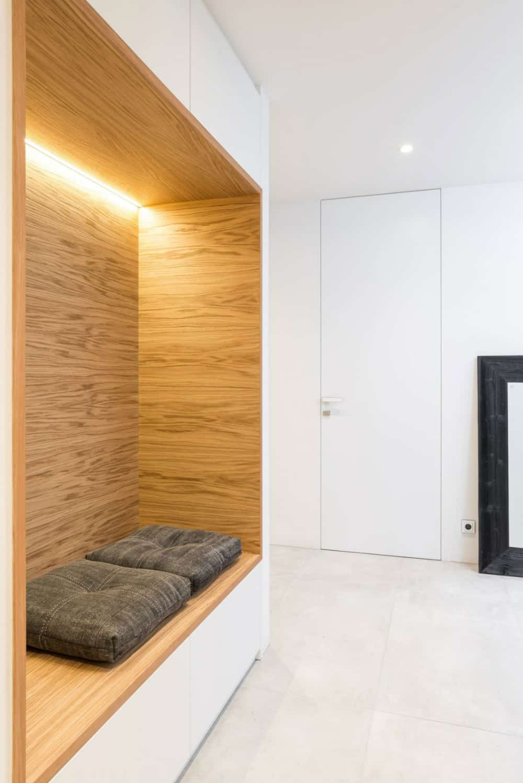 Hallway wall niche seat
