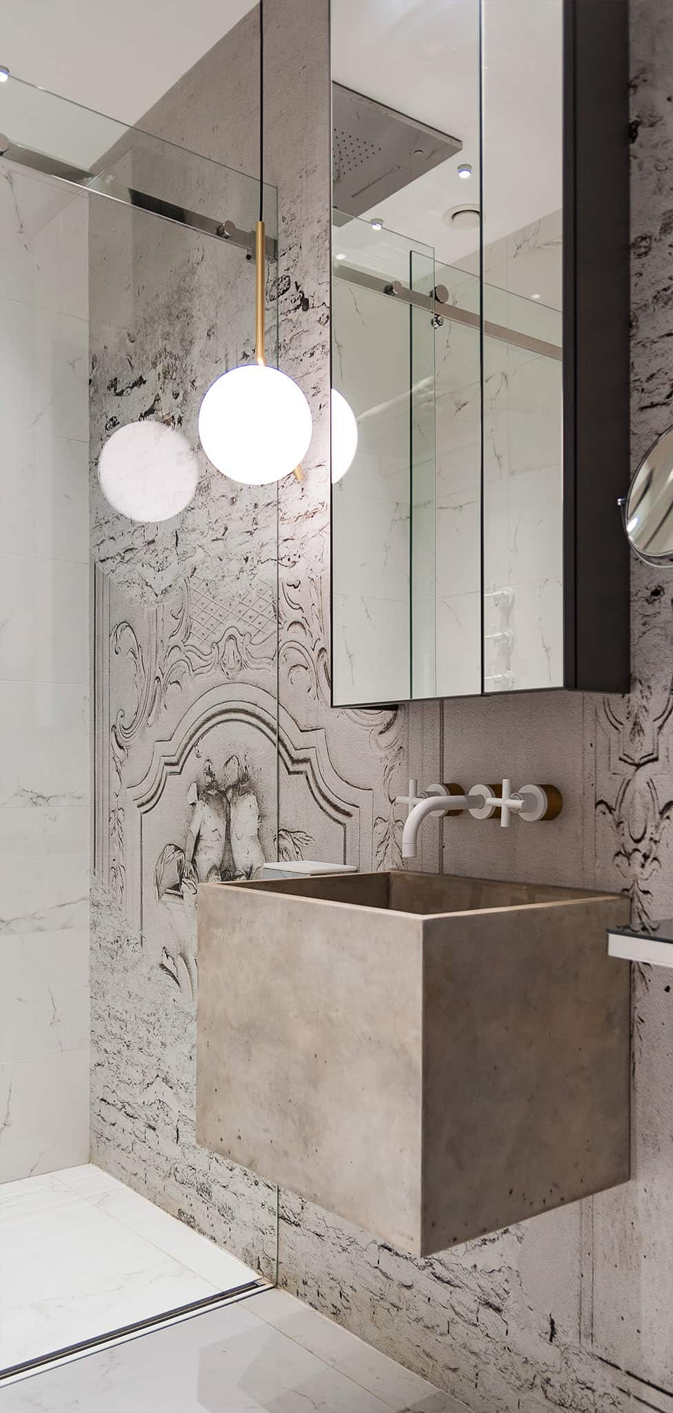 Molding patterns give the bath that 19th century look
