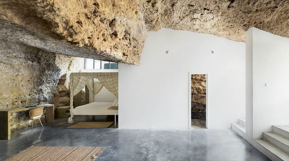 Narrow entries render the space intimate in spite of the open plan
