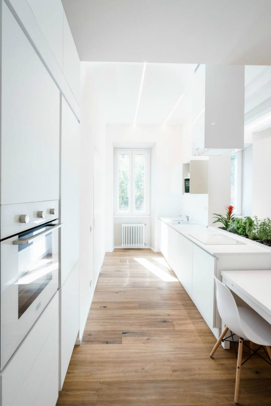 All white ethereal house is a space efficient apartment in for Apartment design rome