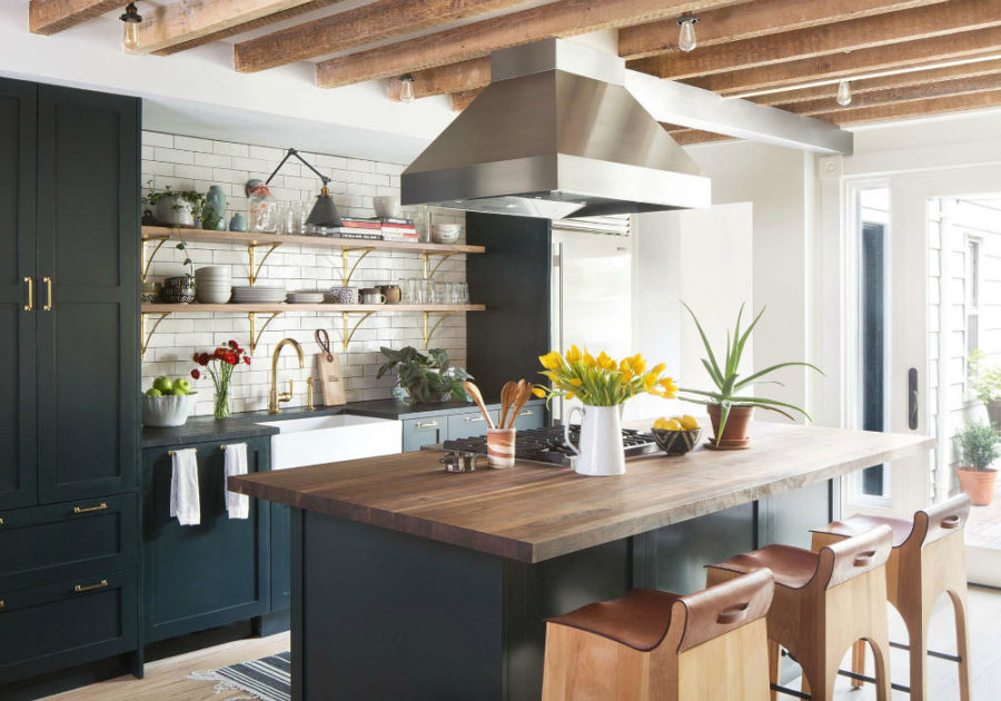 Open kitchen shelves with dinnerware