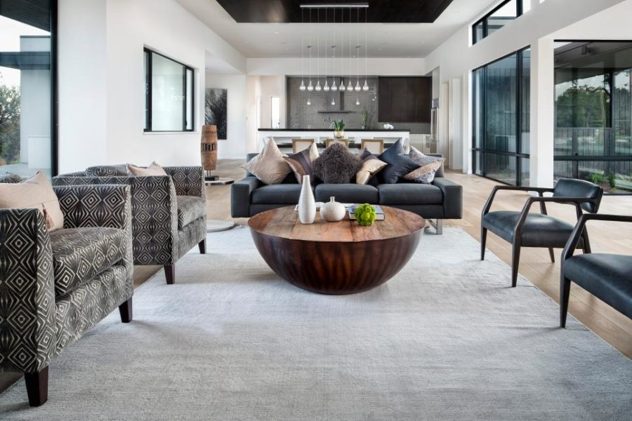 Ultra modern living rooms for hospitable homeowners for Richardson architect