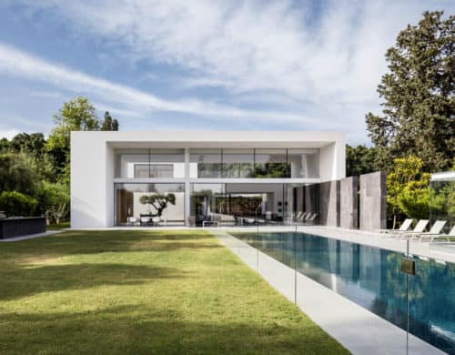 There is a Lot to See From This Pavilion-Like House by Pitsou Kedem