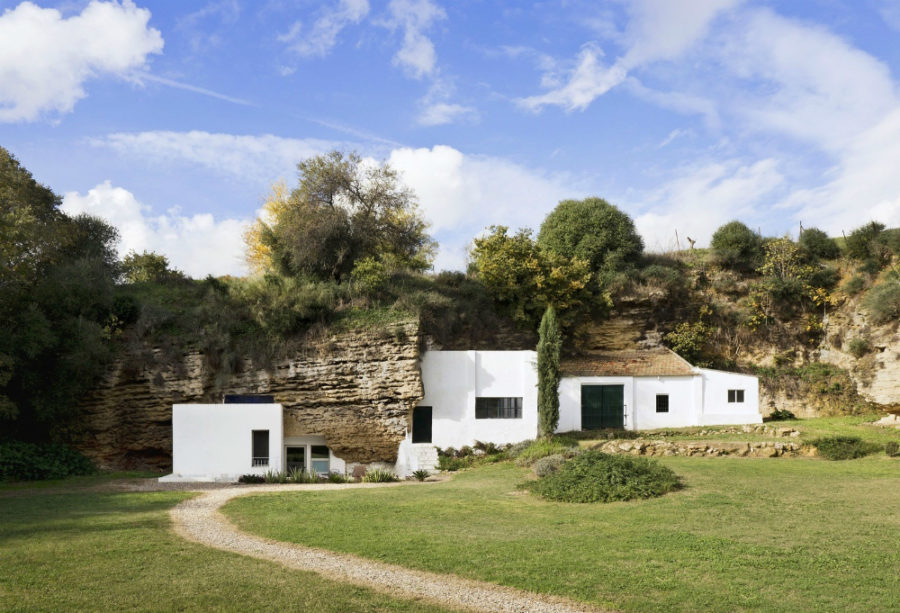 The house has plenty of greenery around 900x613 Cave House is More Than a Name for This One