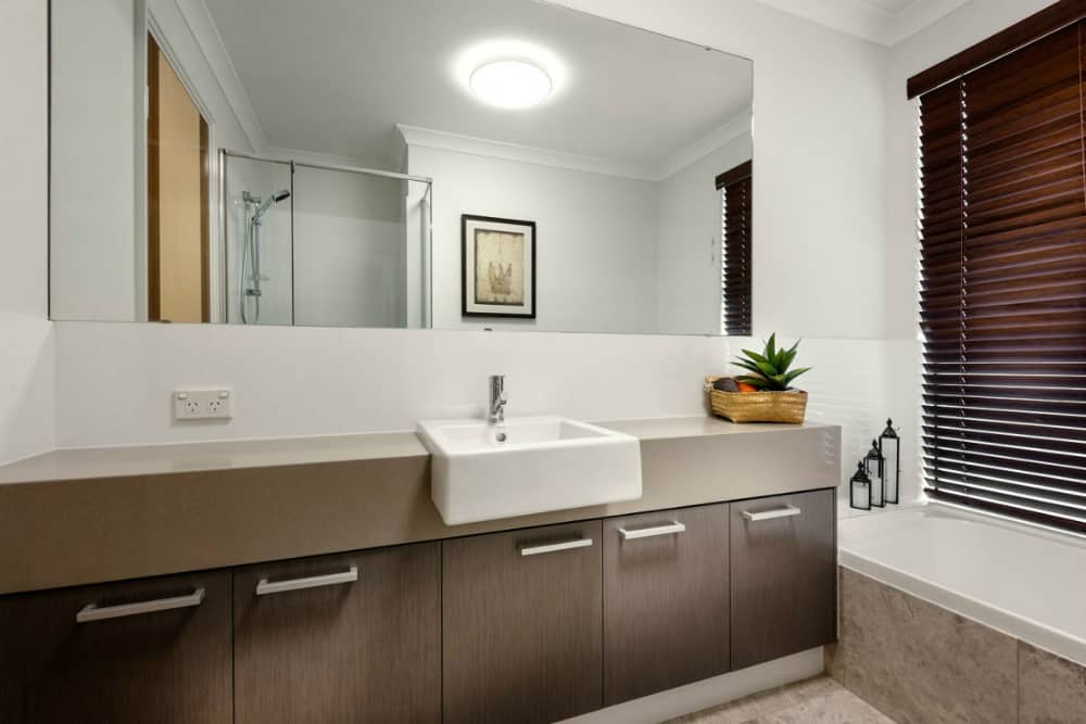 Wall-to-wall bathroom mirror trend in practice