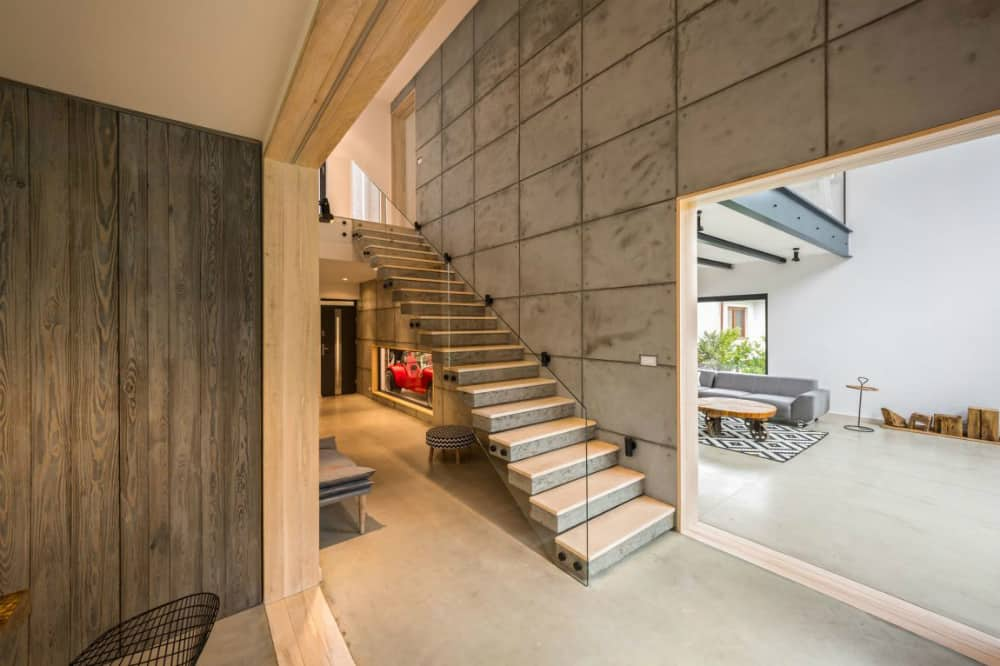 Wide doorways allow to easily peek inside the rooms without entering them