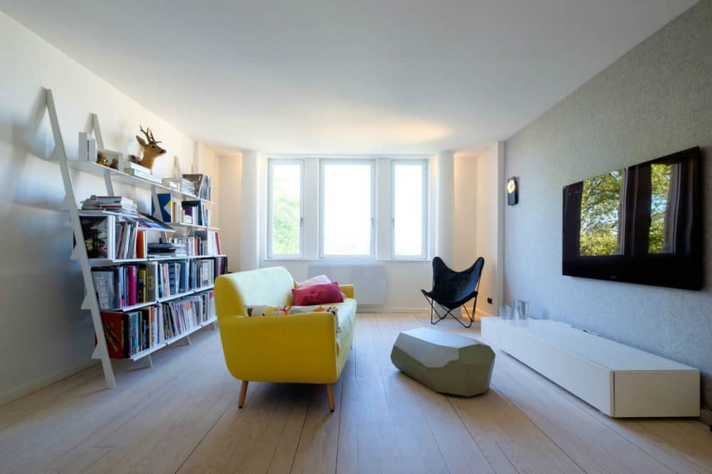 Attic apartment by f+f architectes