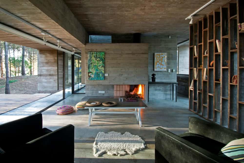 Contemporary home by BAK Arquitectos