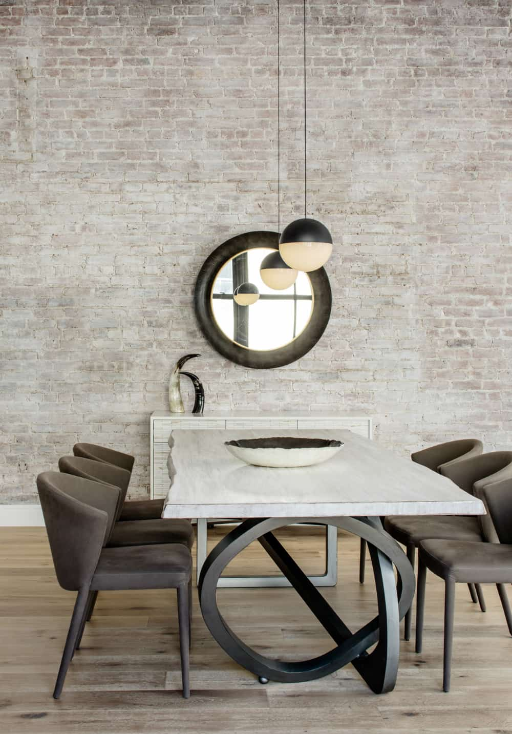 Each furnishing is intended to bring character to the brick-walled pipe-showing room