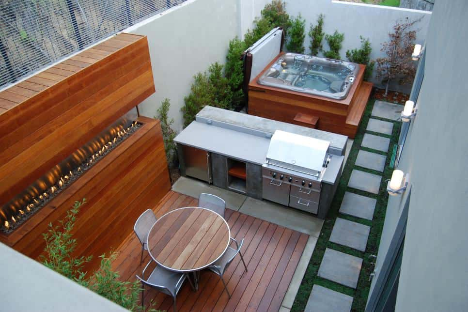 Enclosed backyard with an outdoor kitchen by Jeff Troyer Associates