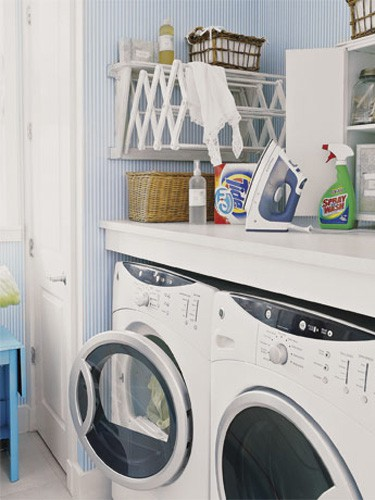 Hang Your Expendable Rack in Small Laundry Room