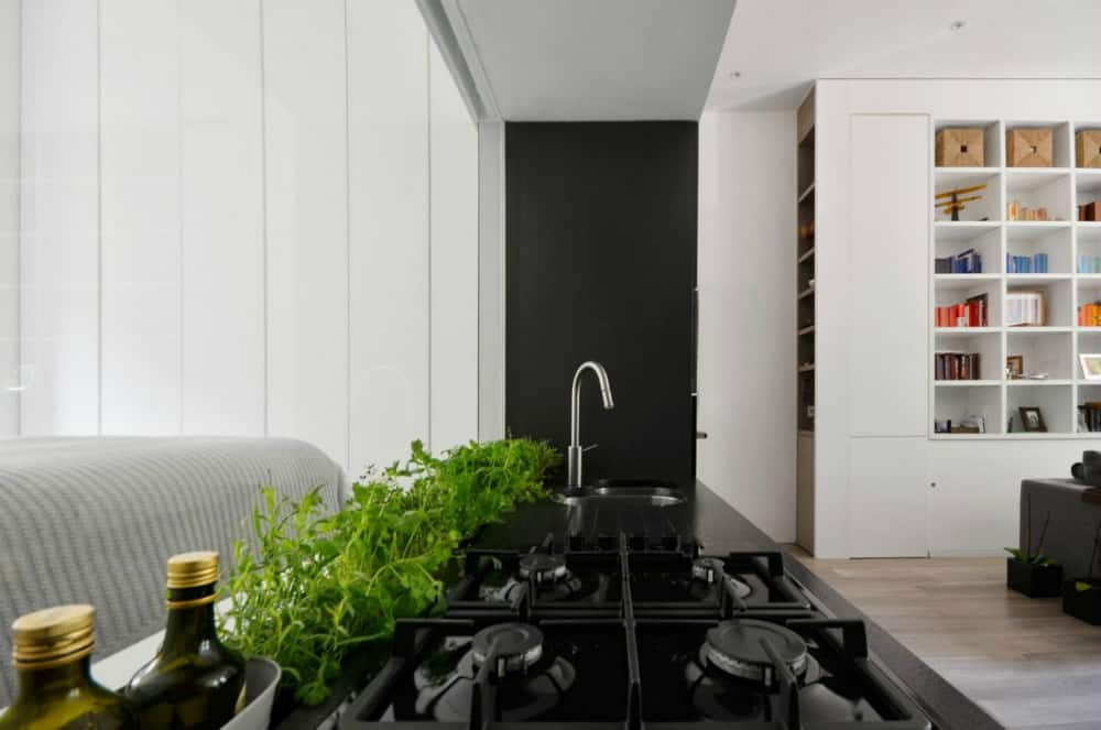 Herb bed sits between the cooking top and the backsplash