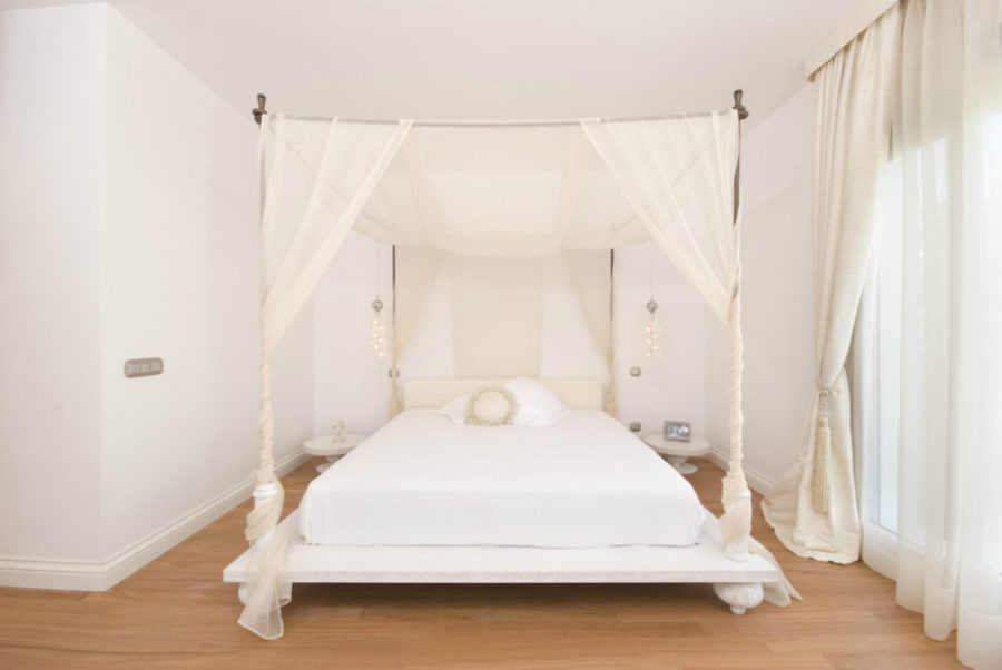 Superb View in gallery King Platform Canopy Bed Frame x Sleep Like a King Dreamy Baldachin Ideas