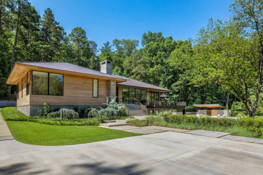 Modern residence in south carolina filled with light and style for Architects greenville sc