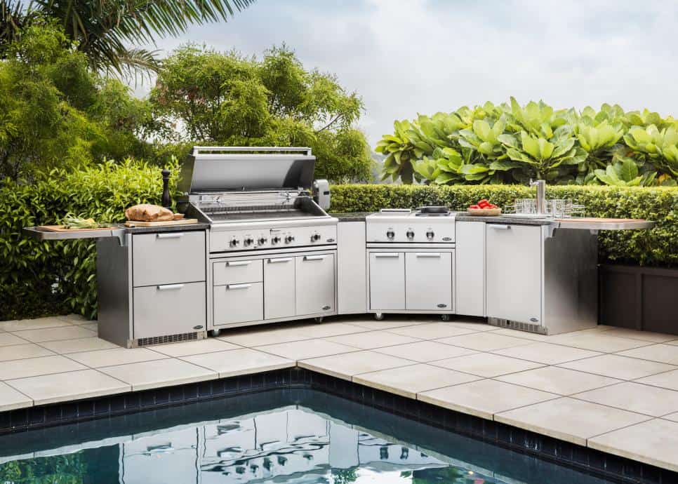 Outdoor kitchen by DCS Appliances