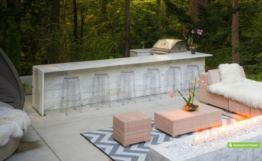Chic and Feminine Outdoor Bar