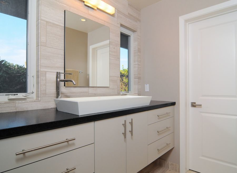 Emphasize function with a large white sink 900x656 17 Modern Sinks to Enhance a Home