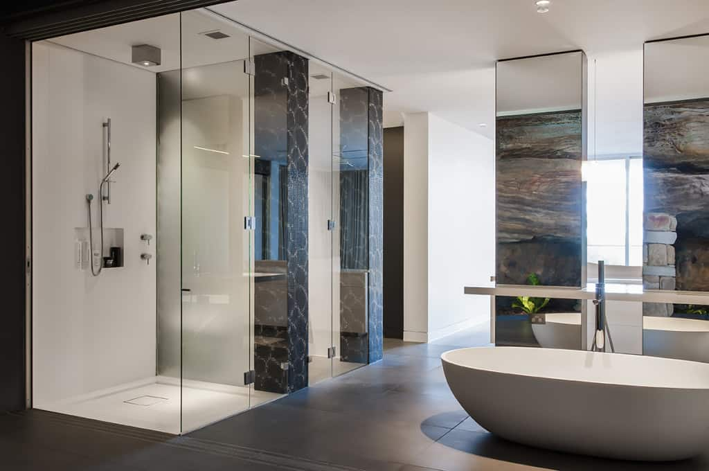 Soaking Bathrub in Zen Styled Bathroom