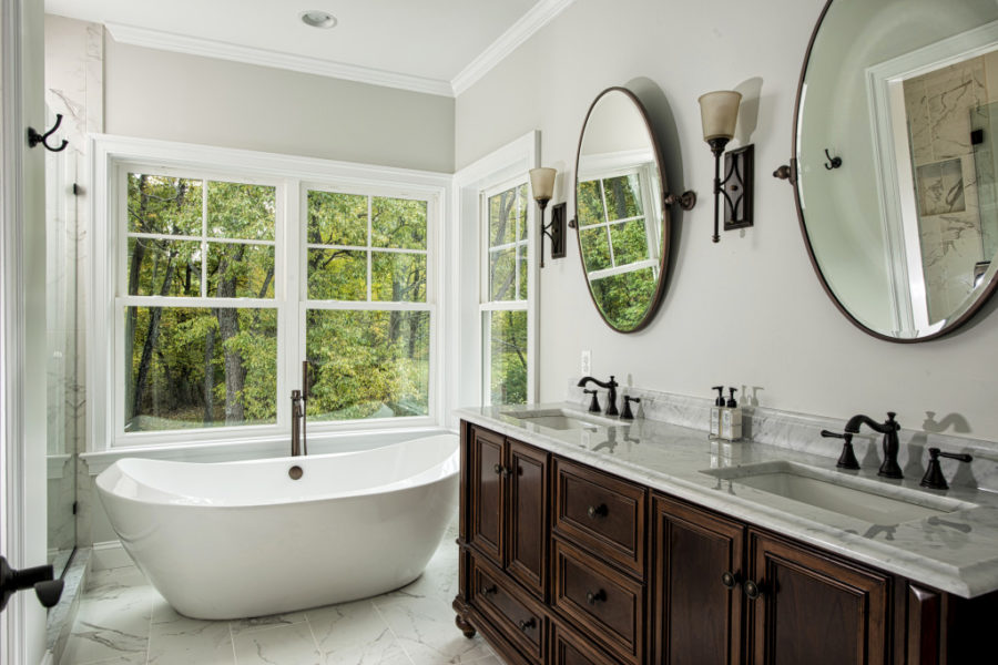 Soaking Tub in Traditional Master Bathroom 900x600 20 Soaking Tubs To Add Extra Luxury To Your Master Bathroom
