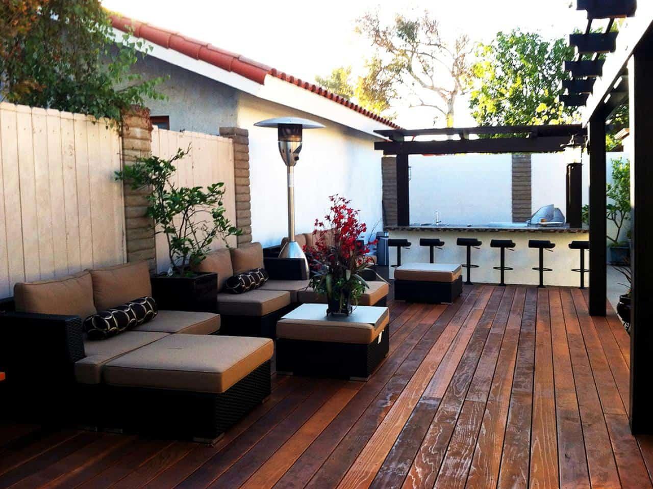 contemporary backyard kitchen and bar