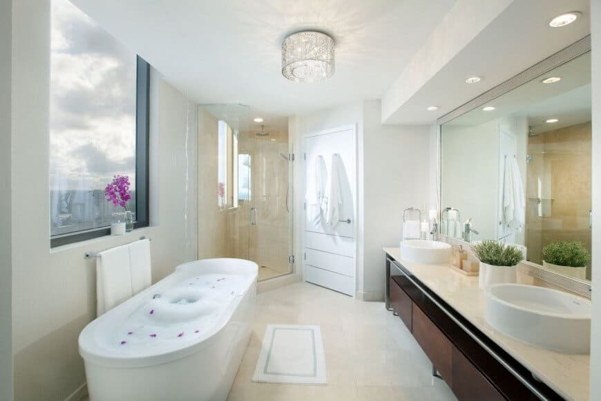 freesatnding tub 12 870x580 20 Soaking Tubs To Add Extra Luxury To Your Master Bathroom