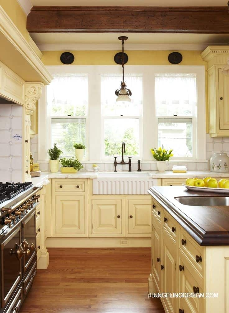 40 colorful kitchen cabinets to add a spark to your home for Blue and yellow kitchen decorating ideas