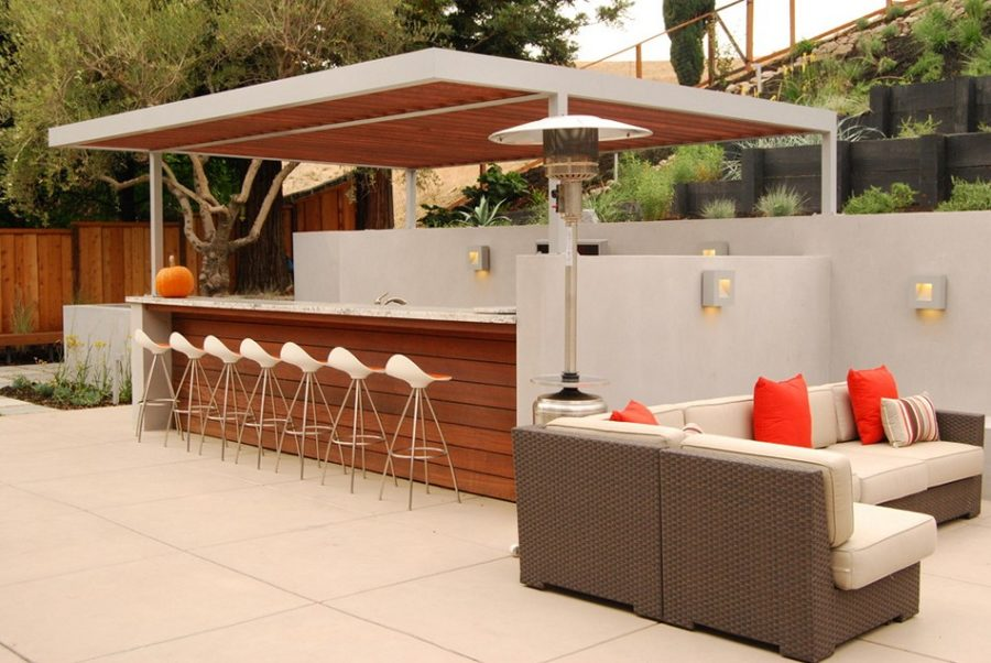 20 modern outdoor bar ideas to entertain with for Wood outdoor bar ideas