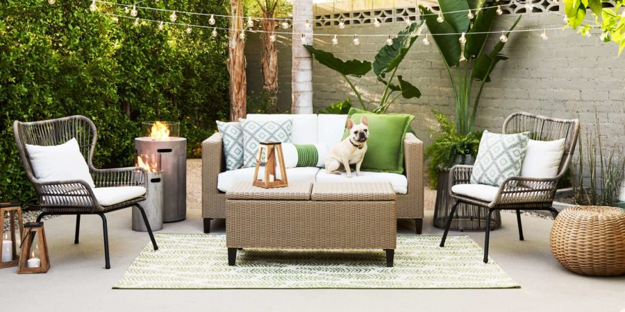 Accent pillows to decorate the outdoor area 900x450 Trends in Backyard Design