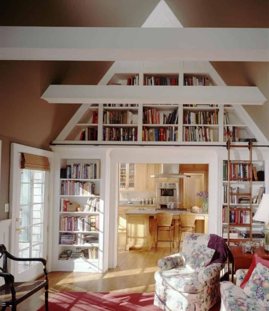 Built-ins around a bookshelf