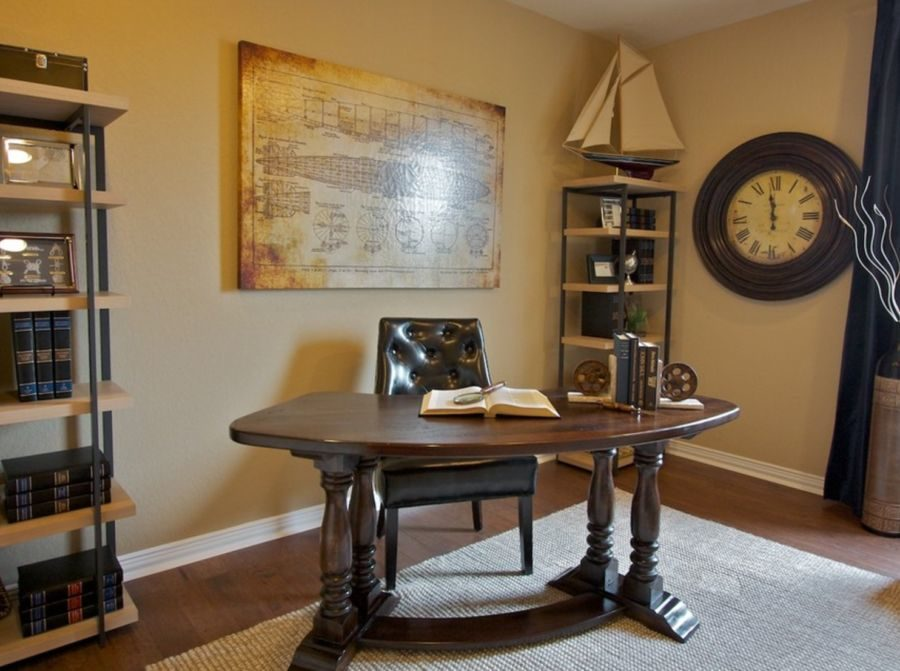 Check out the elaborate legs with this traditional desk. 900x671 17 Traditional Desks for Every Home Office